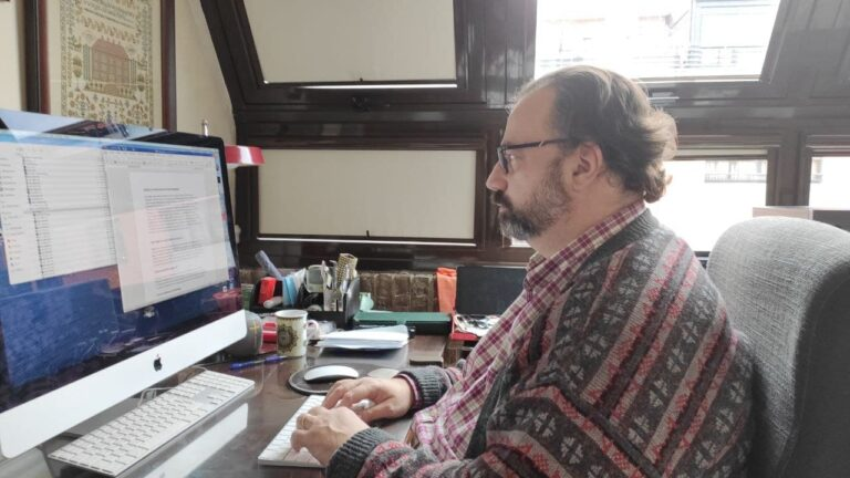 Ricardo desarrollando web