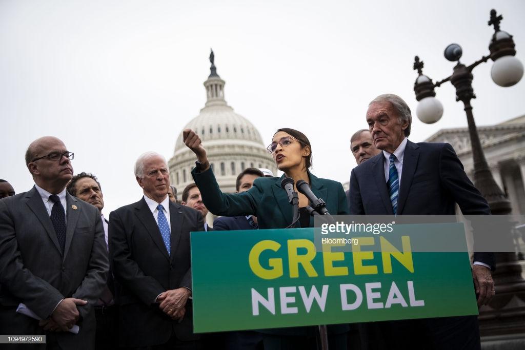 Alexandria Ocasio-Cortez presentando el Green New Deal